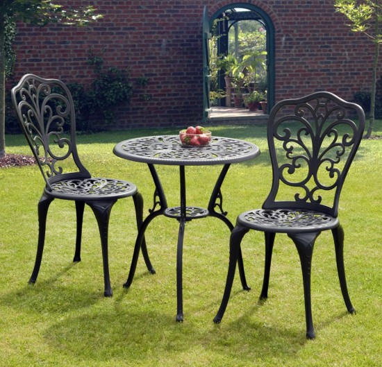 Metal Garden Furniture. Wood vs  Metal Garden Furniture