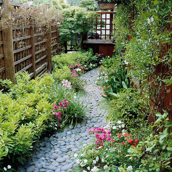 Side Yard Gardening - The Beauty of Small Size Landscaping ... on Small Side Yard Ideas id=96396